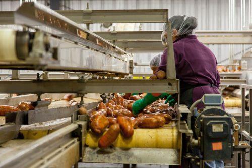 Indústria de alimentos em alta: como se beneficiar disso?